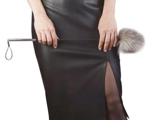 Стек с меховой хлопушкой и металлической рукоятью - 55 см.