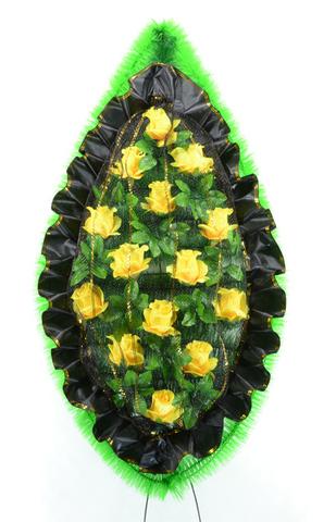Венок украшенный бутонами роз с сеткой
