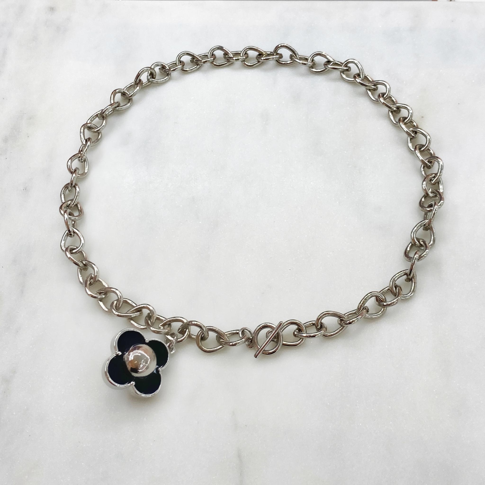 Колье-цепь с замком-тогл и подвеской-цветком (серебряный)