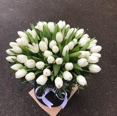 55 белых тюльпанов в коробке