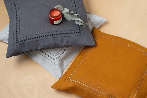 Льняной чехол для декоративной подушки с мережкой янтарь
