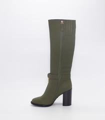 Зеленые кожаные сапоги на высоком каблуке