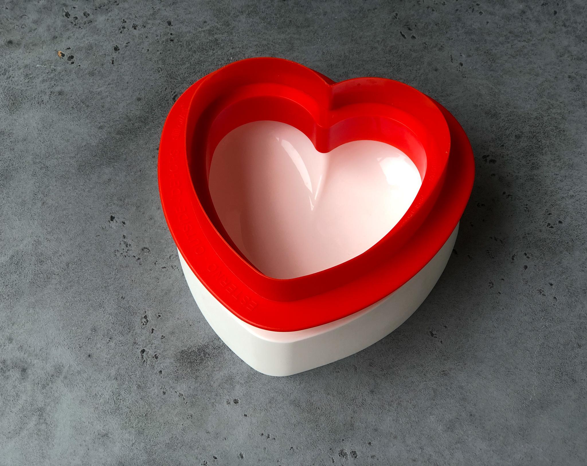 Силиконовая форма «Сердце» с вырубкой Silikomart, 600 мл