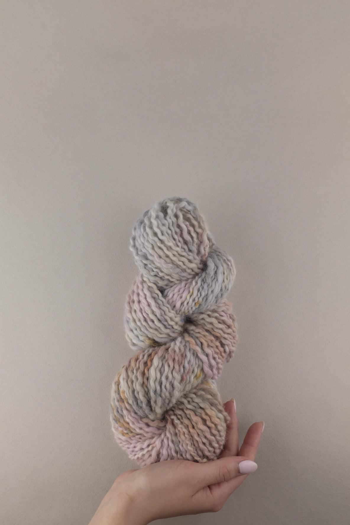 Пряжа из ангоры ручного прядения и секционного окрашивания, цвет серая, розовая меланж