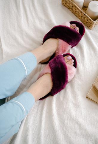 Меховые тапочки пурпурные с перекрестными шлейками контрастными (пурпурный+розовый)