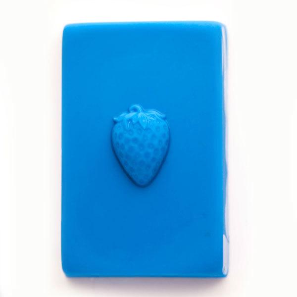 Пластиковая форма для мыла Клубника на прямоугольнике