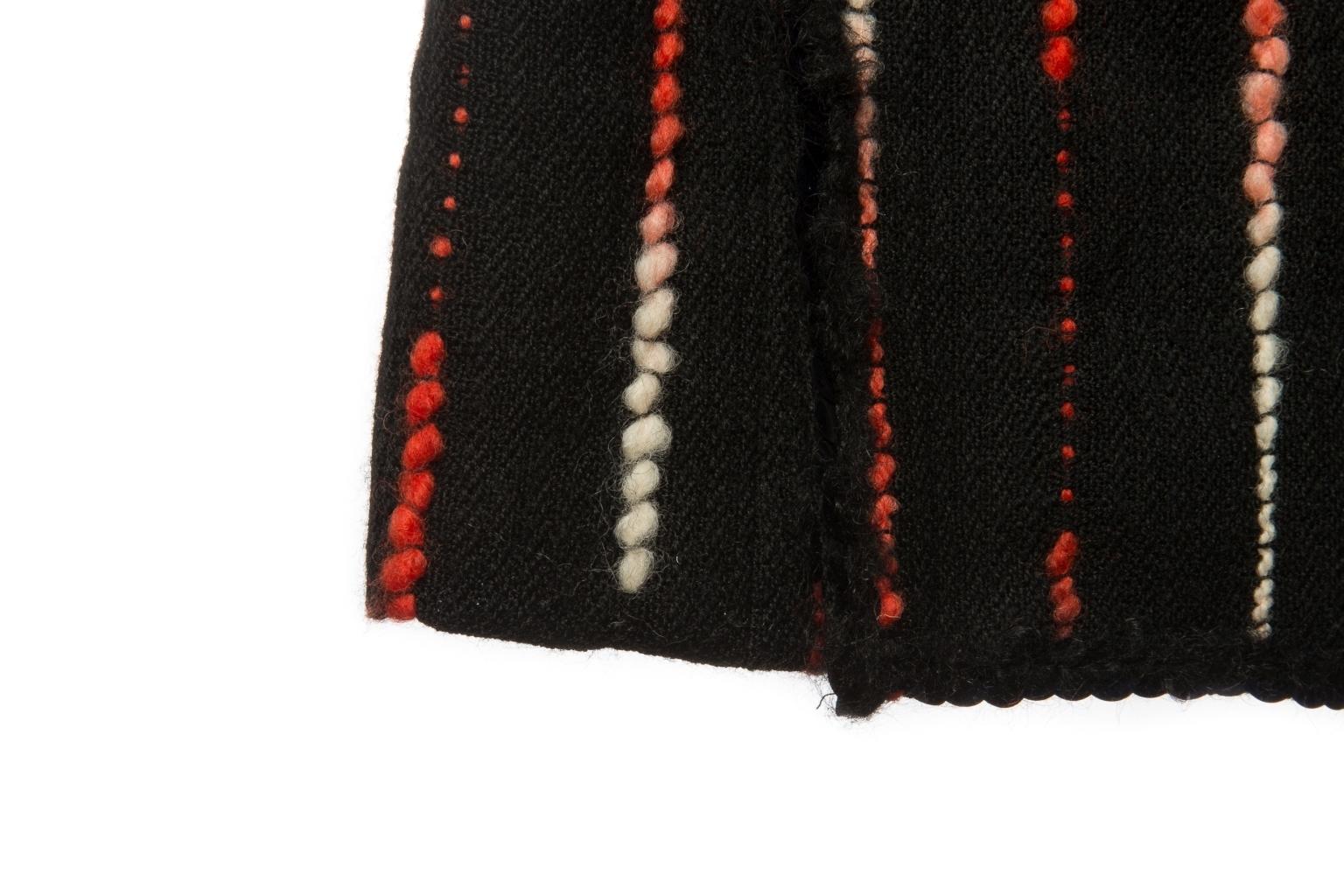 Роскошное платье из твида с эффектной бахромой от Chanel, 42 размер.