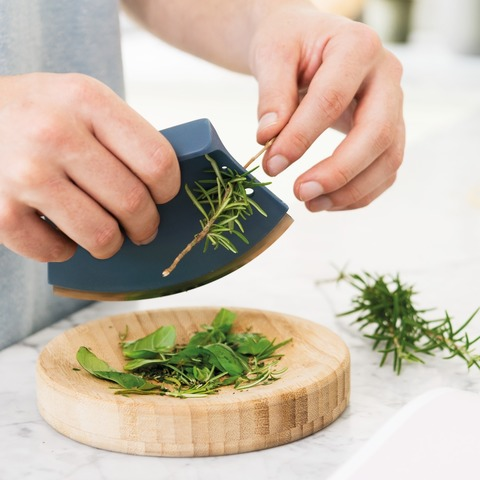 Нож для зелени 8см и досочка Leo