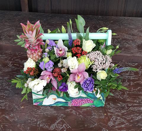 Ящик с цветами Ананас