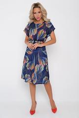 """<p>Что может быть приятнее и притягательнее летнего платья? Оно добавляет нежности, женственности и очарования. Романтичный образ усиливае принт """"перья"""" - опьяняющий и упоительный. Талия на широкой резинке, юбка на подкладе. <span>Длины: ( 44-46р- 100см, 48-50 р-102см).</span></p>"""