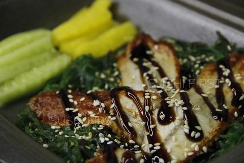 Салат с чукой и угрем