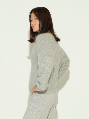 Женский джемпер серого цвета из мохера и шерсти - фото 4