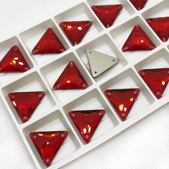 Стразы пришивные купить оптом Light Siam, Triangle красные треугольники