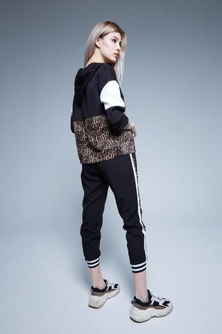 Спортивный костюм с леопардовым принтом недорого