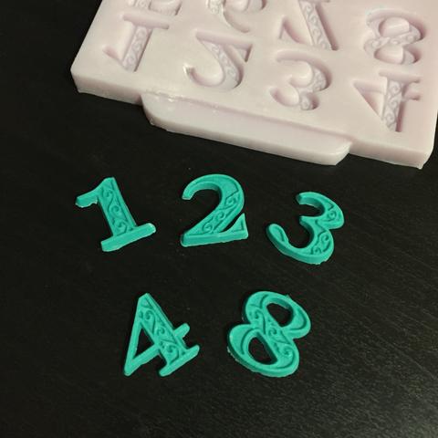 Молд силиконовый ЦИФРЫ С ВЕНЗЕЛЯМИ h-20мм.  (сиреневый силикон)