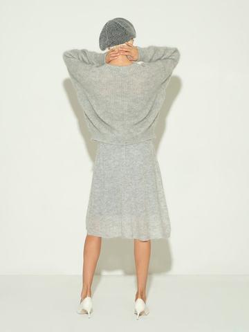Женский джемпер серого цвета из мохера и шерсти - фото 6