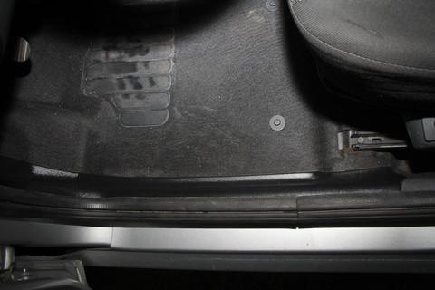 Накладки на ковролин передние Lada Largus с 2012 г.в. 2шт