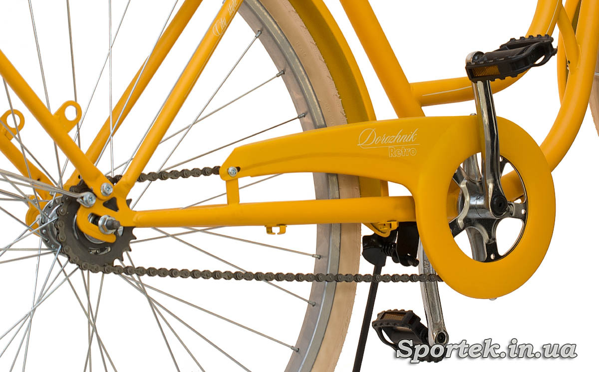 Зірочки і педалі міського велосипеда Dorozhnik Retro 2016