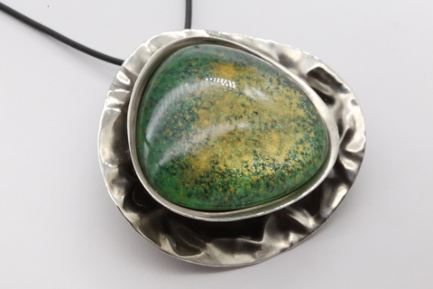 Колье из посеребренной бронзы со смальтой