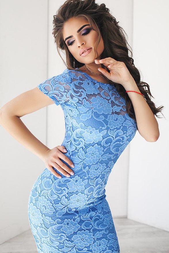 Кружевное миди платье-футляр, голубое