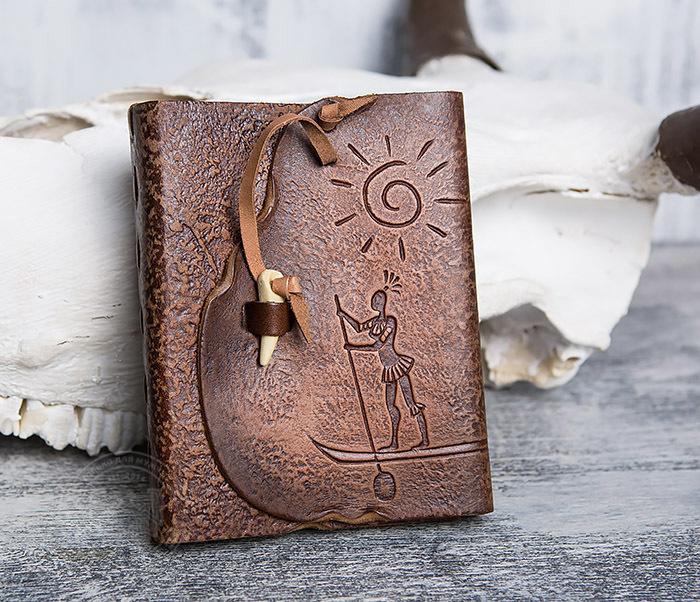 BY01-04-05 Кожаный блокнот  ручной работы «Цель Близка» с клыком (А6)