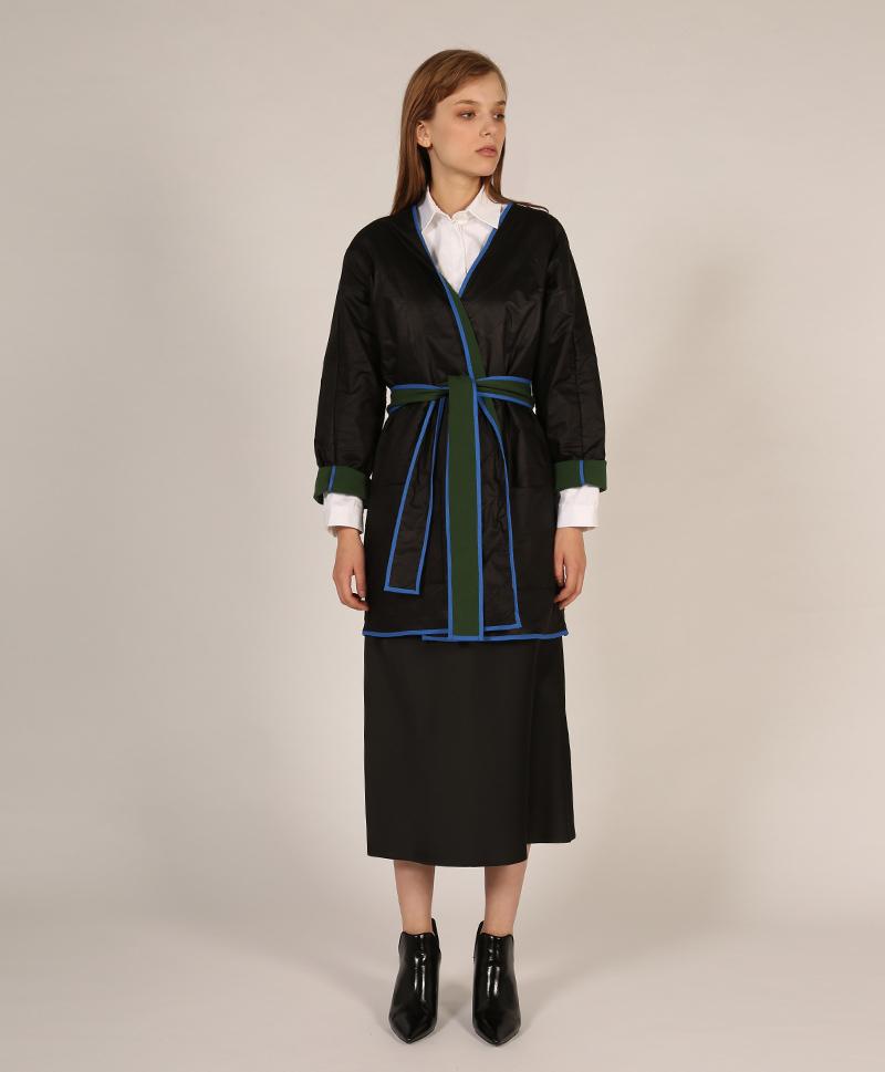 куртка-черная-с-поясом-спереди