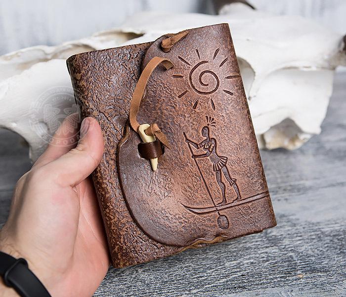 BY01-04-05 Кожаный блокнот  ручной работы «Цель Близка» с клыком (А6) фото 04