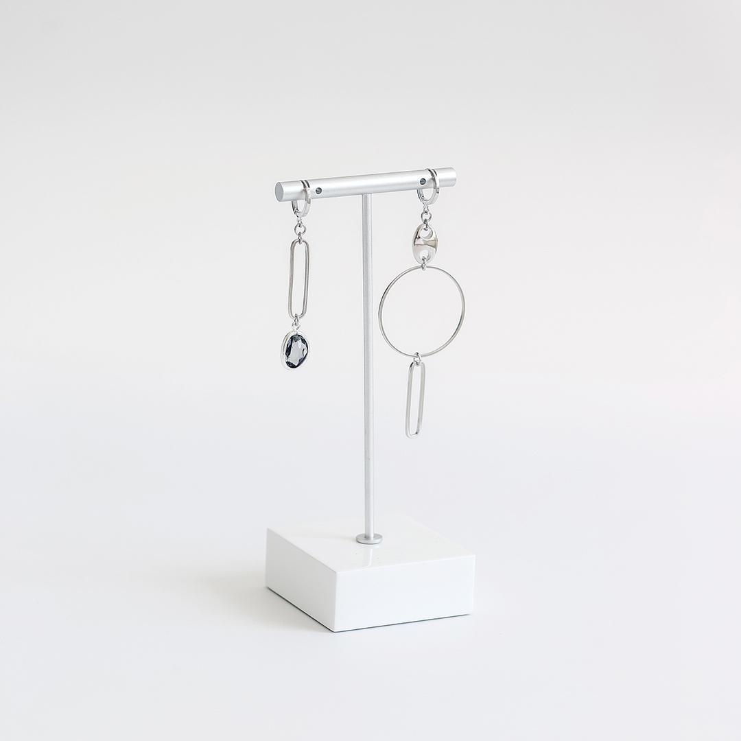 Асимметричные серьги с кольцом и фианитом  оптом и в розницу
