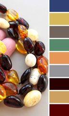 примеры цветовой гаммы одежды для этого янтарного украшения