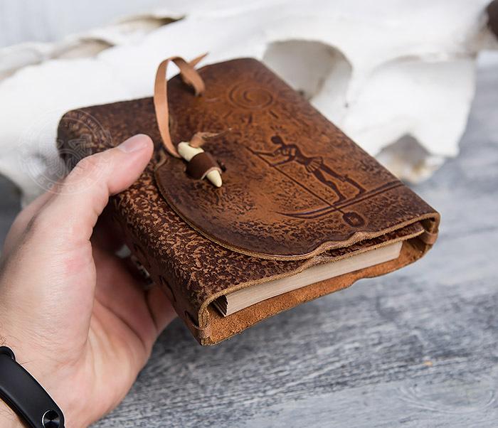 BY01-04-05 Кожаный блокнот  ручной работы «Цель Близка» с клыком (А6) фото 05