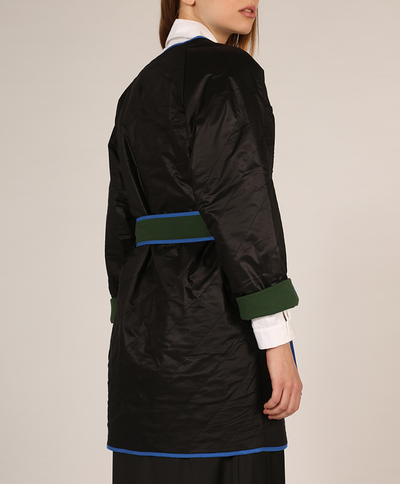 куртка-кроп-сбоку-с-поясом-черная