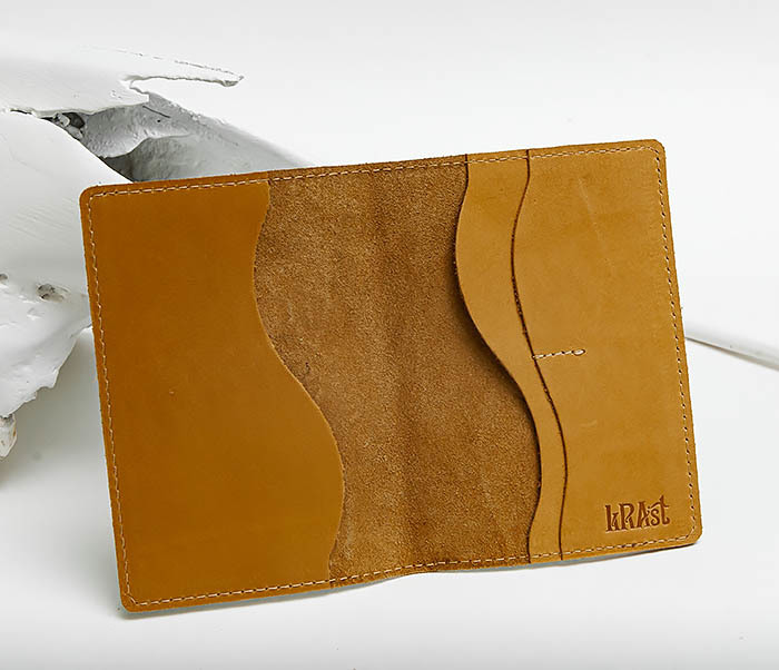 BY14-38-10 Кожаная обложка для паспорта «Лыжник» фото 04