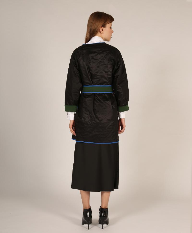 куртка-черная-с-поясом-сзади