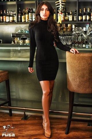 Платье короткое с воротником стойкой, черное