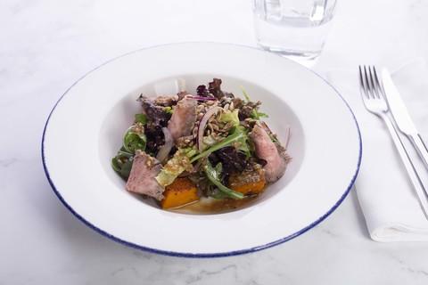 Салат с ростбифом и запеченной тыквой