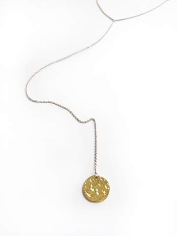 Серебряное колье-галстук с битым позолоченным медальоном