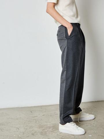 Брюки с защипами из контрастной шерсти серый