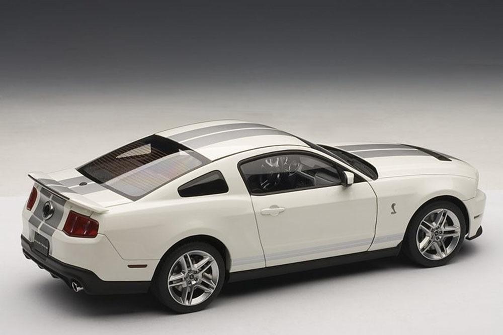 Коллекционная модель Ford Shelby GT500 2010