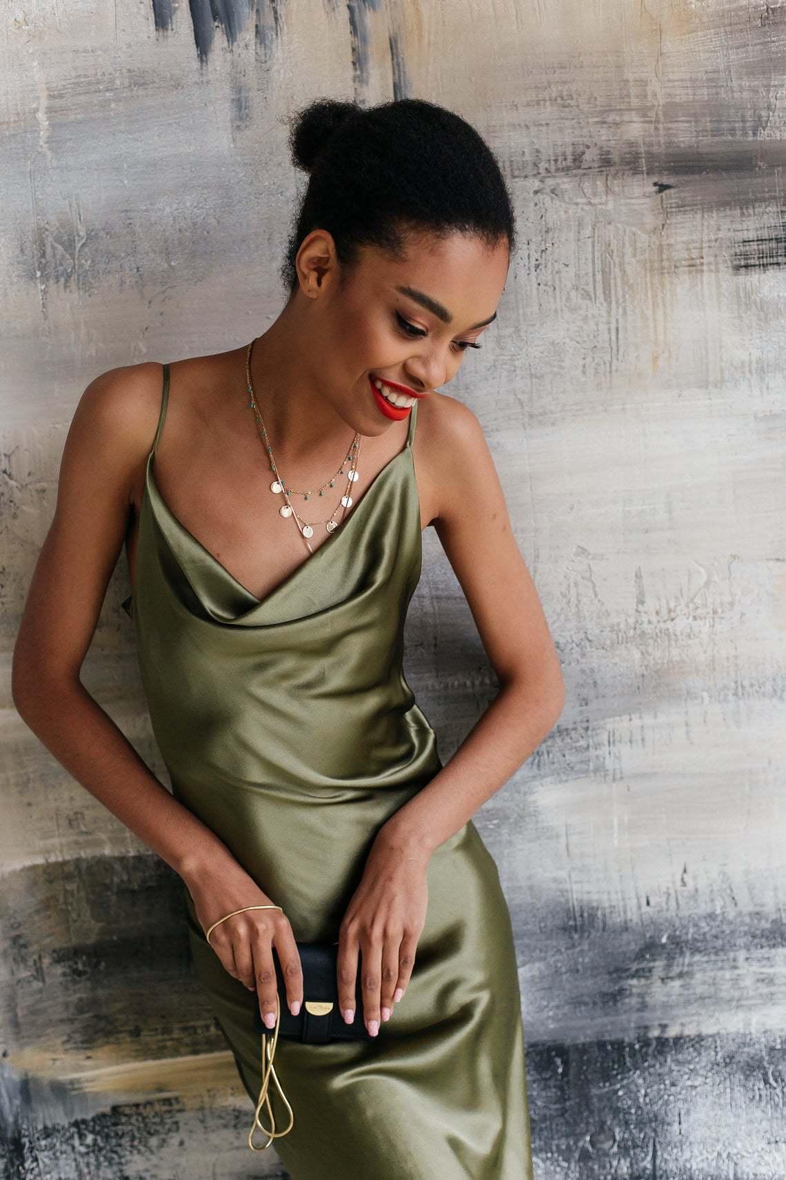 Шелковое платье натуральный шелк цвет хаки длина миди