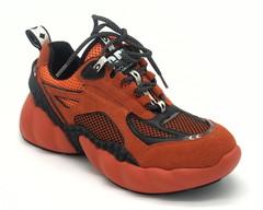 Кроссовки оранжевого цвета на объемной подошве