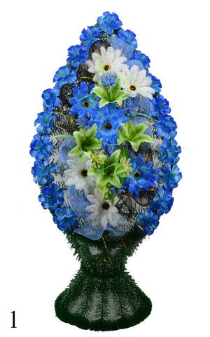 Венок украшенный цветами лилий, георгинов и нарциссов