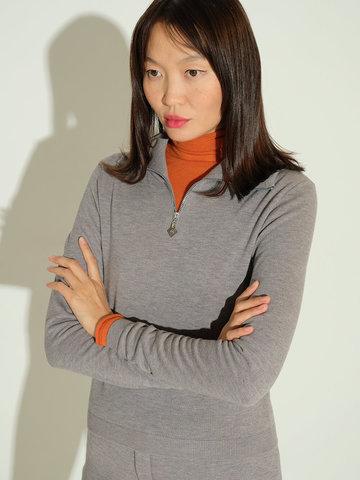 Женский джемпер серого цвета из шерсти и шелка - фото 3