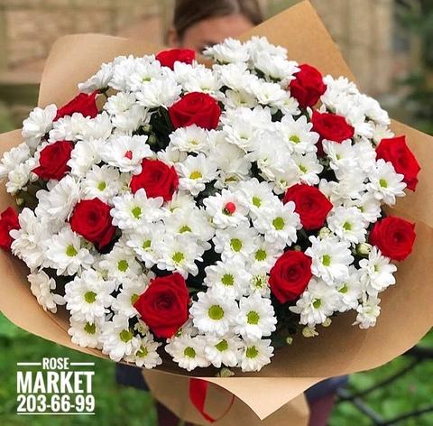 Букет из роз и хризантем в оформлении #30154