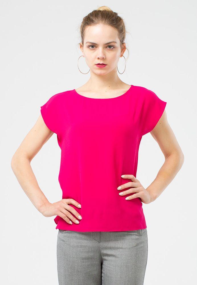 Блуза Г604-523 - Универсальная блуза прямого силуэта со спущенной линией плеча. Она прекрасно сочетается с любыми видами брюк или юбок, создавая яркий и стильный образ. Подходит для фигур любого типа.