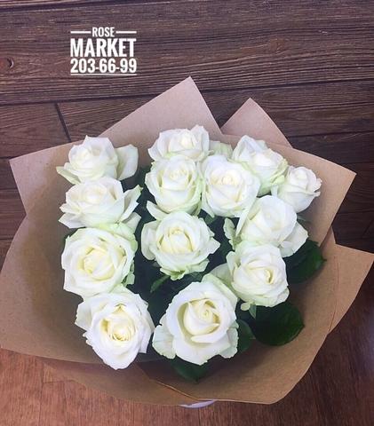 13 белых роз 60 см в крафте  #16235