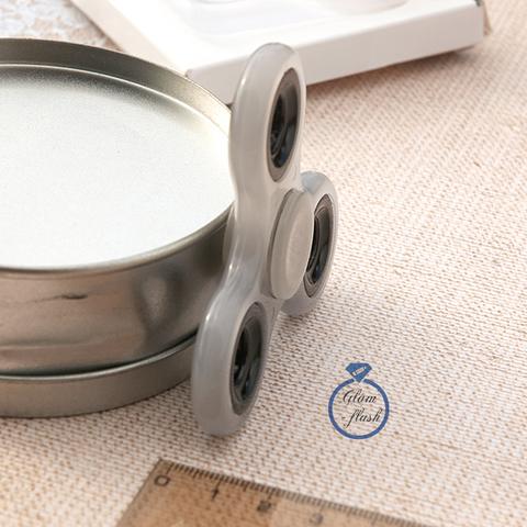 Спиннер классический из пластика с литыми утяжелителями белого цвета 17004P_white