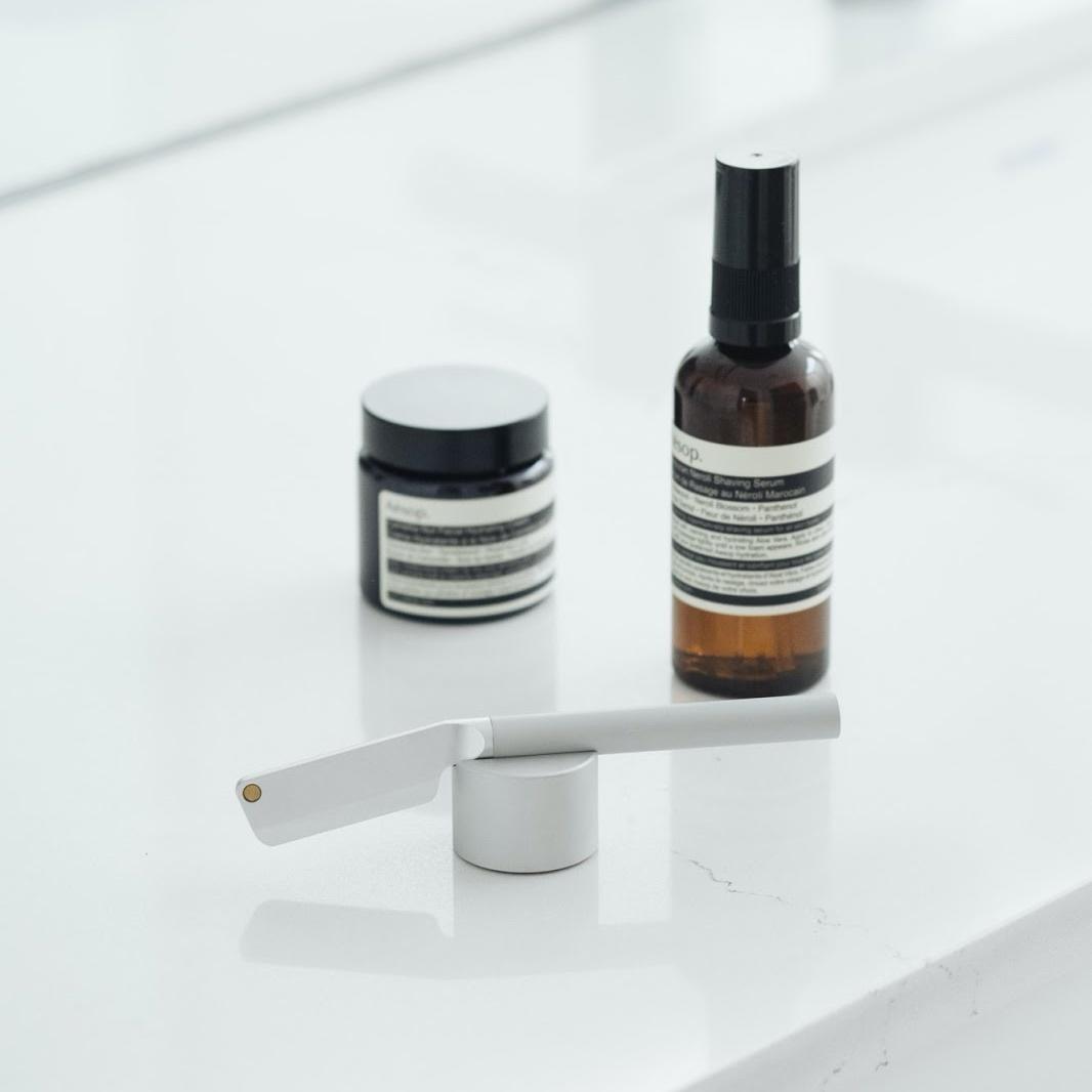 Morrama Silver Angle Razor Kit — бритва с подставкой