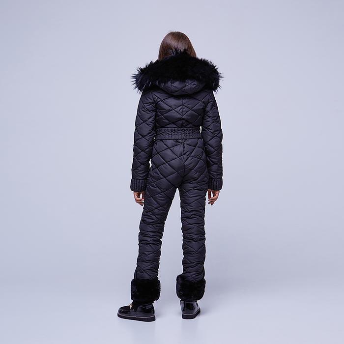Подростковый однотонный зимний комбинезон черного цвета и съемной опушкой из натурального меха