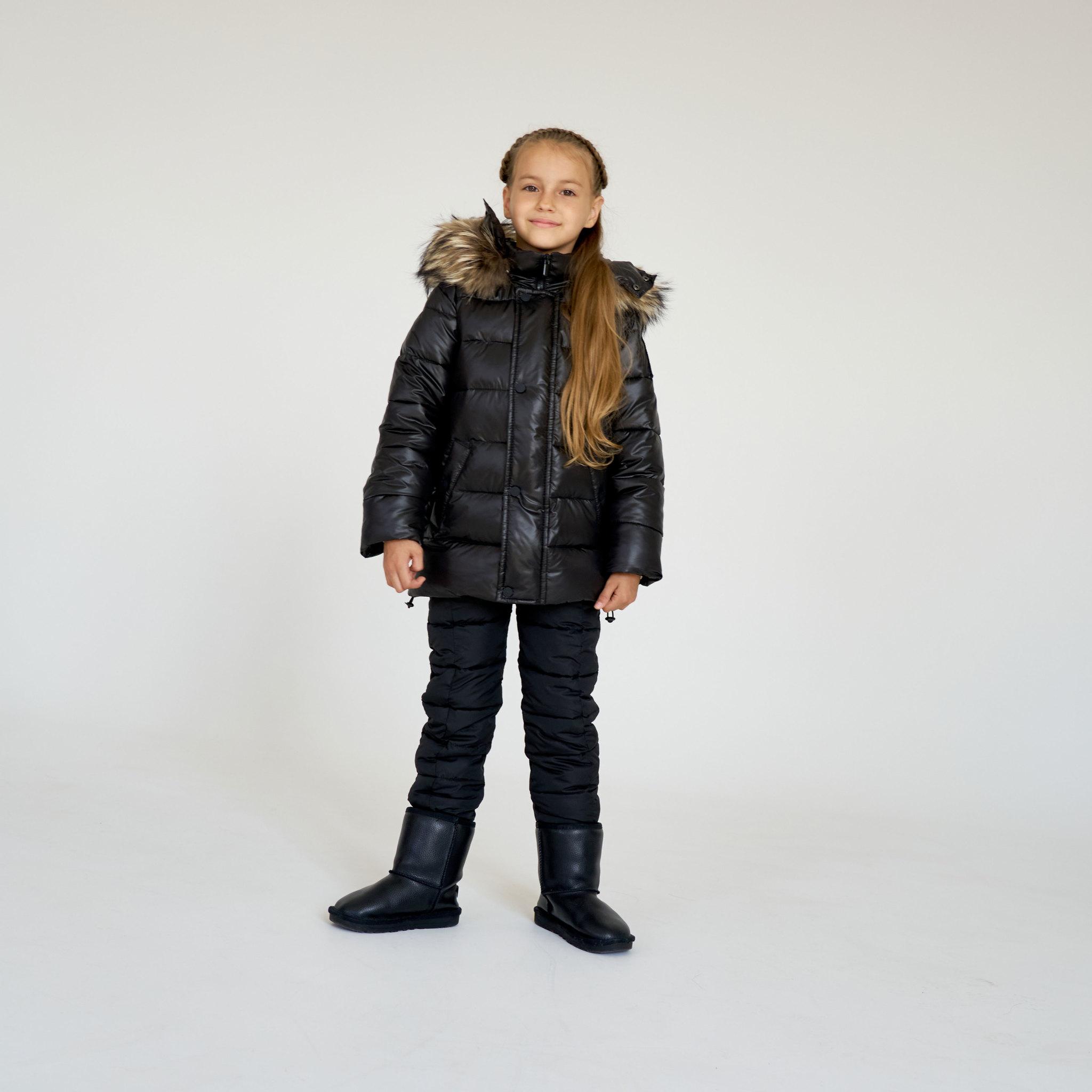 Детский зимний костюм с натуральной опушкой в черном цвете для девочки