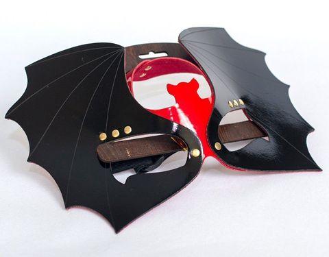 Маска на глаза  Летучая мышь  из черной и красной лаковой кожи